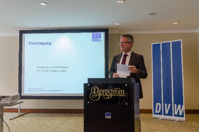 DVW-Präsident Prof. Hansjörg Kutterer begrüßte die Teilnehmer