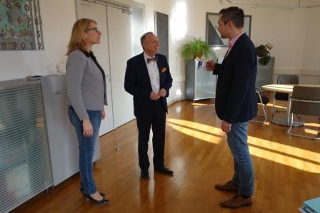 LGL-Präsident Berendt erhält eine der ersten DVW-Kaffeetassen