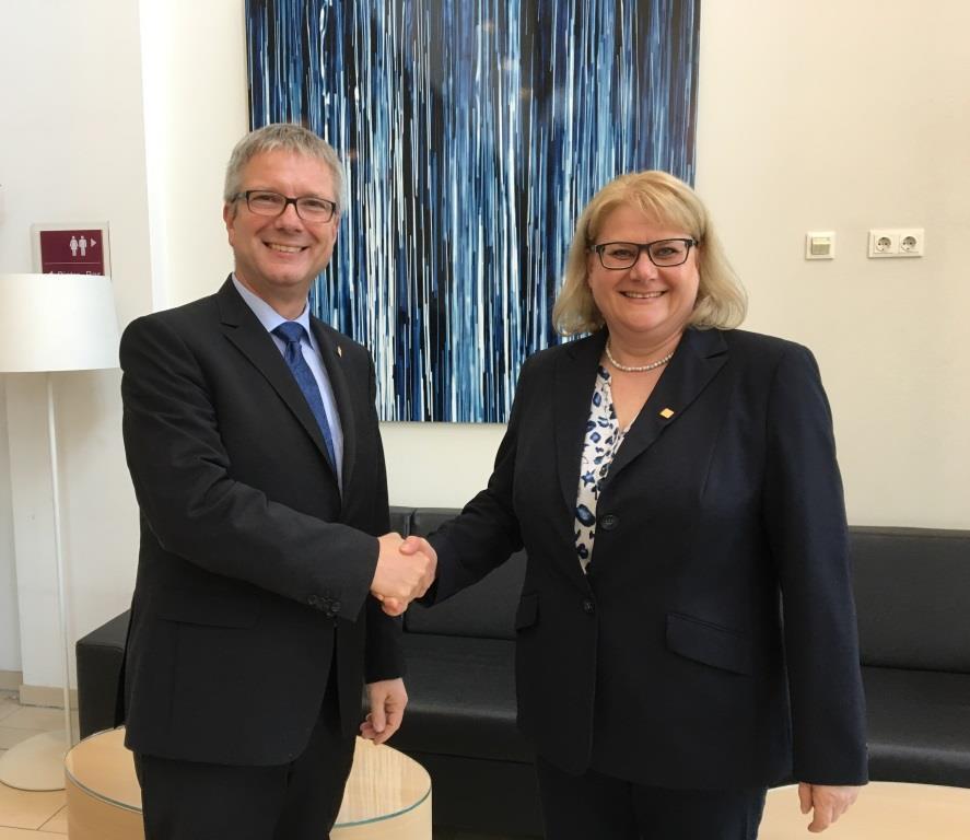 INTERGEO-Kongressdirektorin Nicola Dekorsy-Maibaum ausgezeichnet