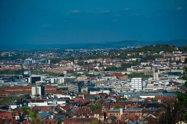Wohnen in der Stadt – unbezahlbar? Ab aufs Land!? (Foto: Pixabay)