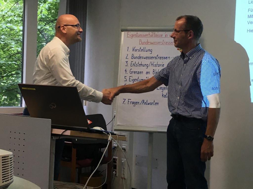Herr Gerschwitz bedankt sich bei Christian Eichler